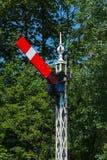 Järnväg signaluppsättning för tappning som fortsätter. Arkivfoton