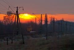 Järnväg som går till den milda solnedgången Royaltyfri Fotografi