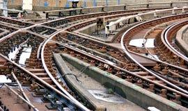 Järnväg spår på en föreningspunkt royaltyfri foto