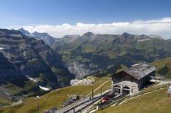 järnväg stationsschweizare för berg Arkivbild