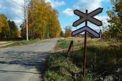 Järnväg tecken och utrustning Arkivbilder