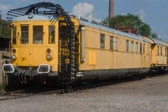 Järnväg tunnel som mäter vagnen arkivfoton