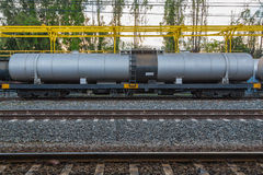 Järnvägdrev av svarta tankfartygbilar Arkivbild