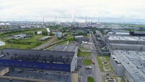 Järnvägelasticiteter längs det enorma olje- fabriksterritoriet lager videofilmer
