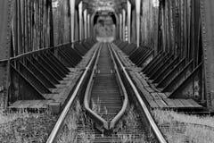 Järnvägen överbryggar Arkivfoto
