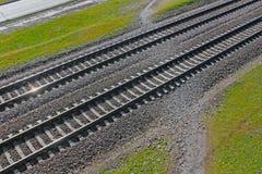 Järnvägen korsar den fot- banan Tre typer av vägar Arkivbild