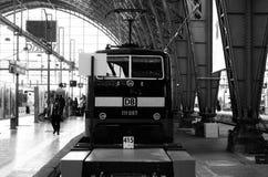 Järnvägen posterar Frankfurt royaltyfri fotografi