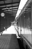 Järnvägen posterar plattformen Royaltyfri Fotografi