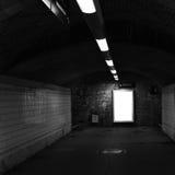 Järnvägen posterar tunnelen fotografering för bildbyråer