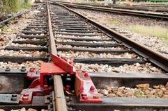 Järnvägen vadderar låser Arkivfoto