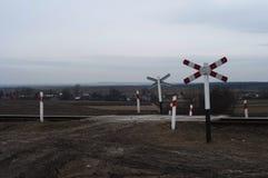 Järnvägkorsning i Polen under vinter Fotografering för Bildbyråer