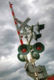 Järnvägkorsning ljus och barrikad Arkivfoto