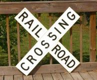 Järnvägkorsningen undertecknar Arkivfoto