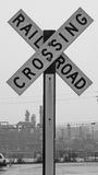 Järnvägkorsningen undertecknar Arkivfoton