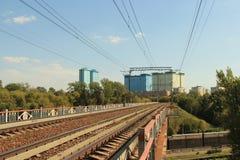 Järnvägsbro över kanalen royaltyfri fotografi