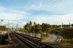 Järnvägsbro över vägen Royaltyfri Foto