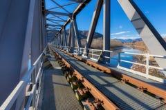 Järnvägsbro i metall royaltyfri bild