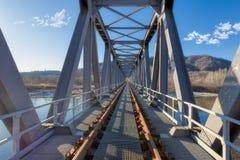 Järnvägsbro i metall fotografering för bildbyråer