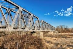 Järnvägsbro i metall royaltyfria foton