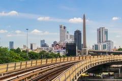Järnvägspår av BTS till och med Bangkok kollektivtrafik Royaltyfri Fotografi