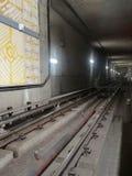 Järnvägspår av tunnelbanaröda linjen i den universella staden, Los Angeles Arkivfoton