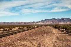 Järnvägspår i öknen Royaltyfri Fotografi
