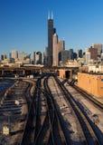 Järnvägspår in i Chicago Fotografering för Bildbyråer