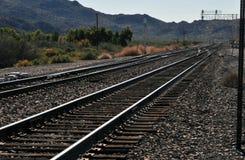 Järnvägspår i den Arizona öknen arkivbilder