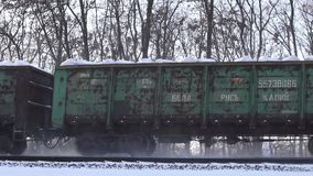 Järnvägspår i snön stock video