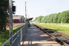 Järnvägspår på en liten järnvägsstation Fotografering för Bildbyråer