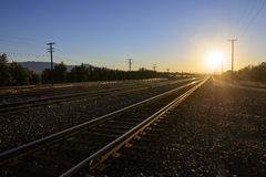 Järnvägspår på solnedgången Royaltyfri Fotografi