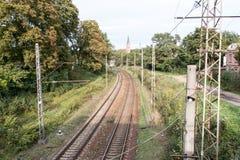 Järnvägspår som ändrar riktning Arkivbild