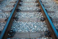 Järnvägsspår har den järnväg kudden, och stenen är bakgrund Thi Fotografering för Bildbyråer