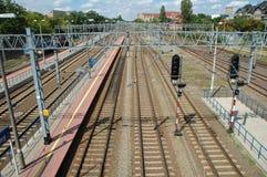Järnvägsspår i Poznan, Polen Arkivbild