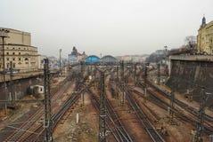 Järnvägsspår i Prague Arkivfoton