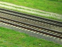 Järnvägsspår som är parallella till annan royaltyfria bilder