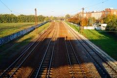 Järnvägsspår under bron Fotografering för Bildbyråer