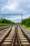 Järnvägsspårföreningspunkt av två vägar Arkivbilder