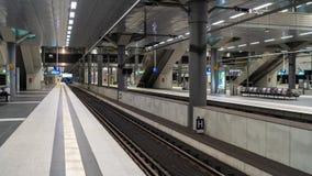 Järnvägsstation för europeiskt land - kollektivtrafik royaltyfri bild