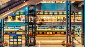 Järnvägsstation för europeiskt land - kollektivtrafik arkivfoto