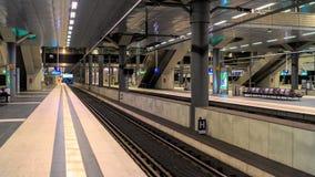 Järnvägsstation för europeiskt land - kollektivtrafik fotografering för bildbyråer
