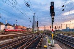Järnvägsstation Frankfurt - f.m. - strömförsörjning - Tyskland Royaltyfria Foton