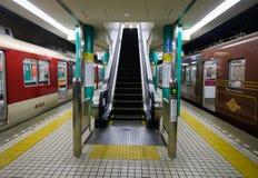 Järnvägsstation i Osaka, Japan Arkivfoton