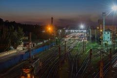 Järnvägsstation i Rostov-On-Don på natten fotografering för bildbyråer