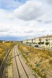 Järnvägsstation lantligt landskap royaltyfri fotografi
