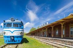 Järnvägsstation som inte fungerar i Haapsalu, Estland Royaltyfria Bilder