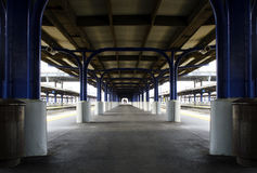 Järnvägsstationplattform Arkivbilder