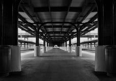 Järnvägsstationplattform Arkivfoto