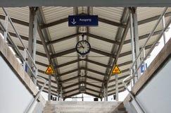 Järnvägsstationutgång Arkivbild