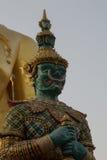 Jättarna på Wat Phra That Doi Kham Chiang Mai, Thailand Royaltyfri Bild